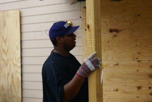 Volunteer helping out in the Neighbourhood